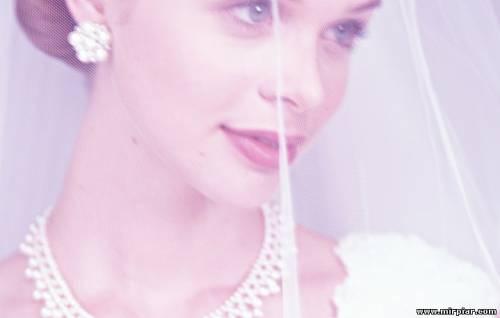 видеть знакомую девушку в свадебном платье