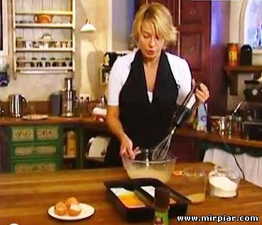 кухня и деловая женщина