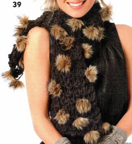 Стильный аксессуар - шарф с меховыми помпонами Связать можно за один вечер А помпоны можно сделать как из...