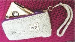 Вязаный чехол для мобильного телефона.