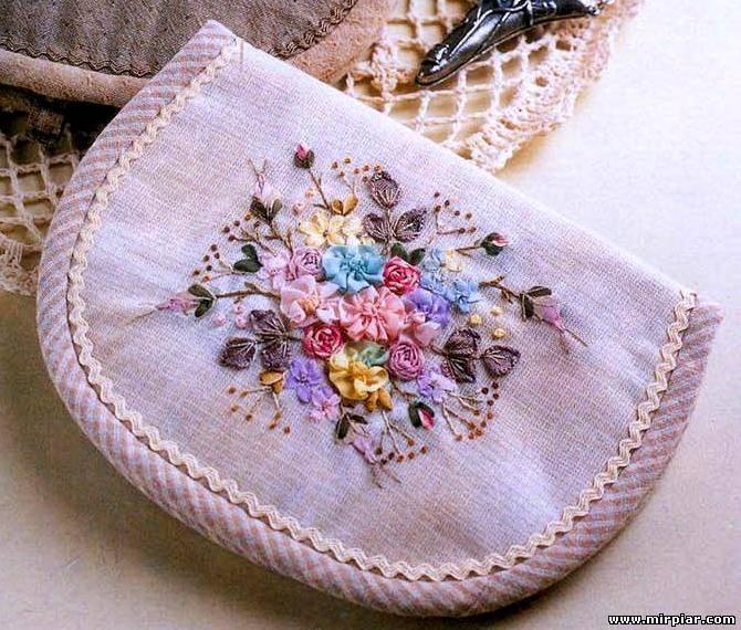 Вышивка на вязаной сумке