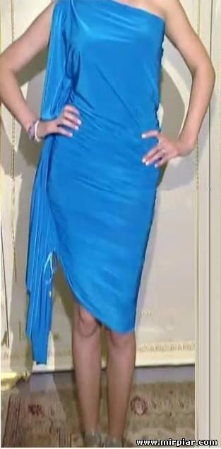 И строить выкройку не надо, достаточно просто разрезать ткань на 2 Метки: рлатье шьем платье быстро пошить платье