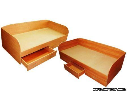 кровать или тахта