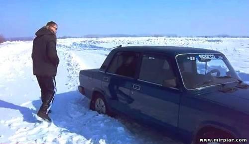 люди и автомобили зимой
